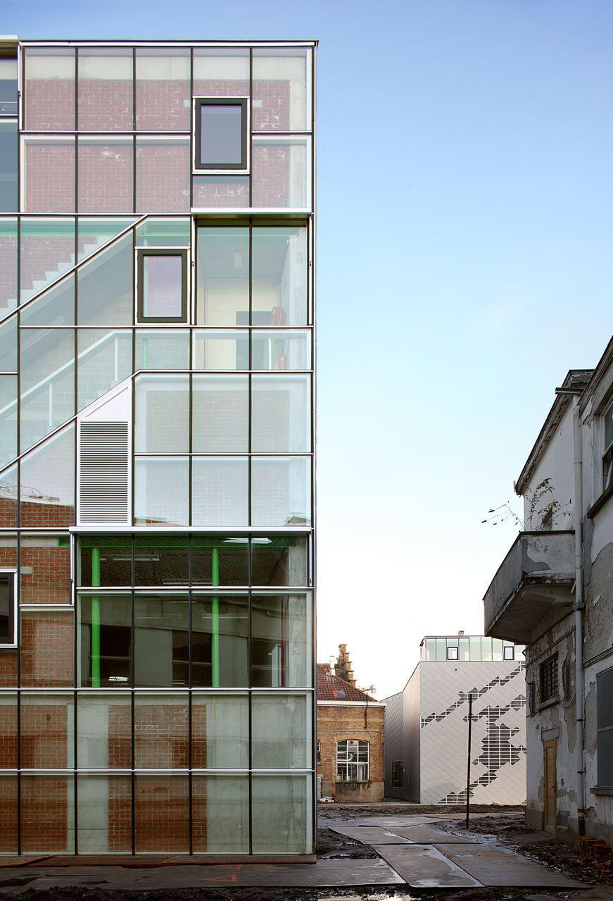 fachada arquitectura con escalera