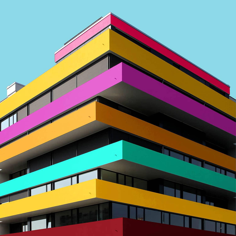 Una perspectiva arquitect nica del edificio con mucho color ovacen - Bekannte architekten ...