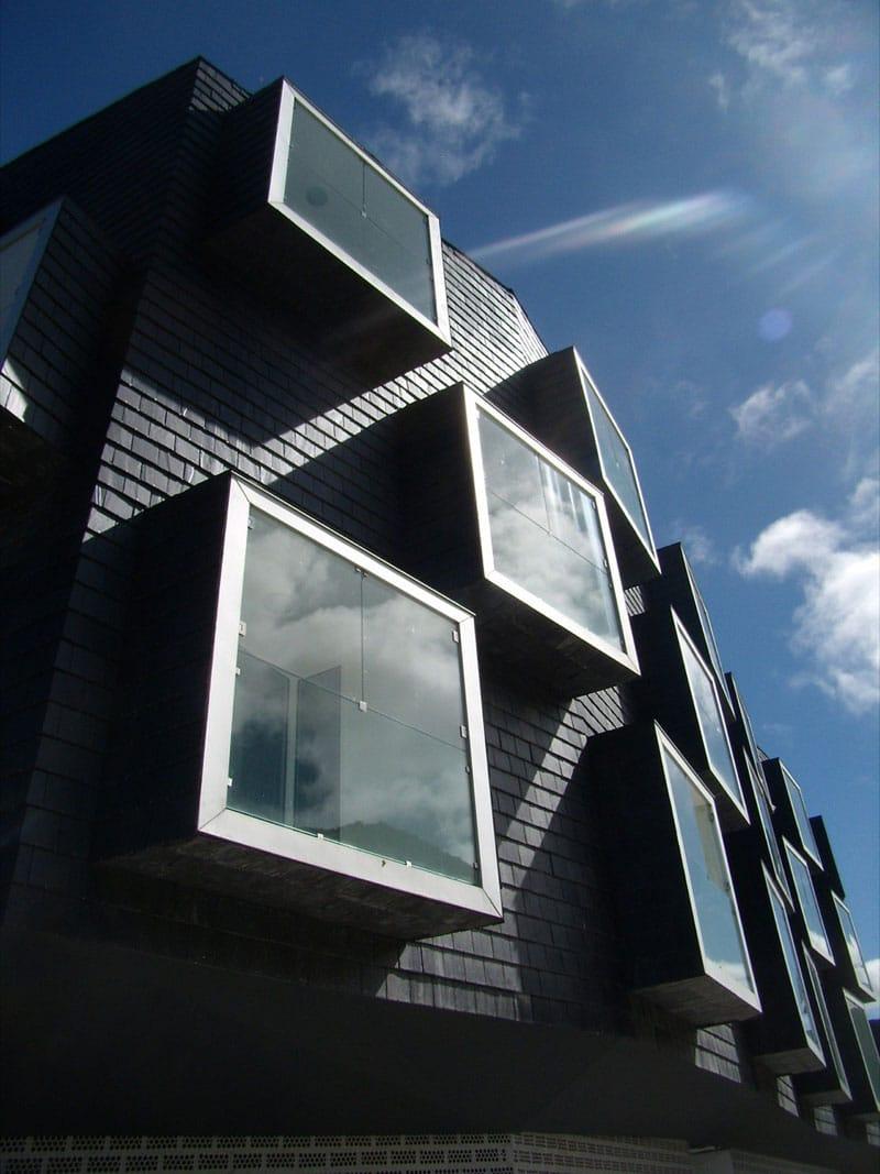 La piedra pizarra en la arquitectura moderna ovacen for Arquitectos de la arquitectura moderna