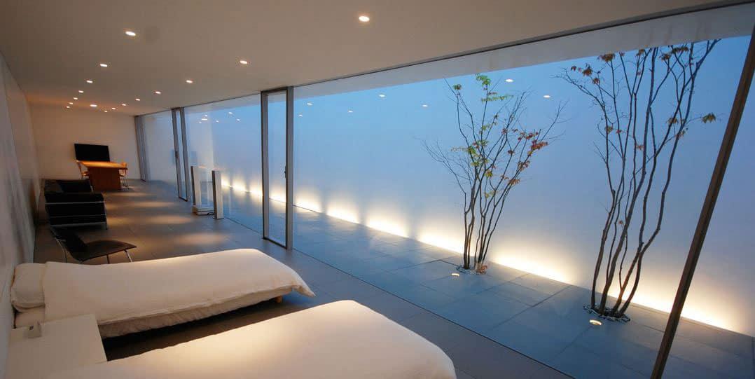 9 casas minimalistas con arquitectura y dise o de locos for Casas con piscina interior fotos