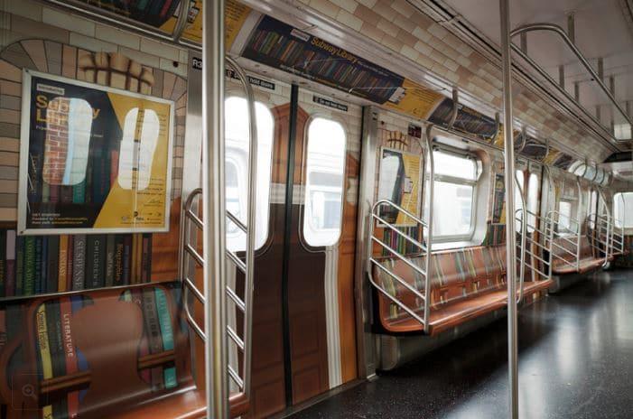 metro parece biblioteca