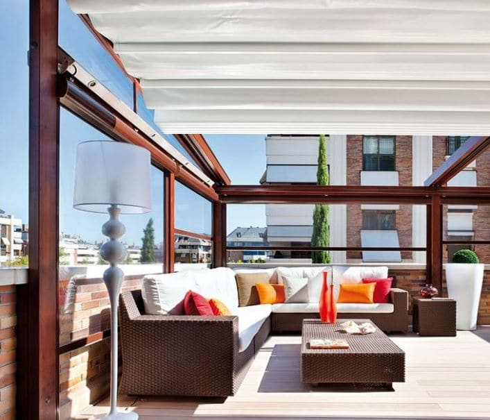 Cerramientos de terrazas tipos y consejos tiles ovacen - Decoracion terrazas pequenas cerradas ...