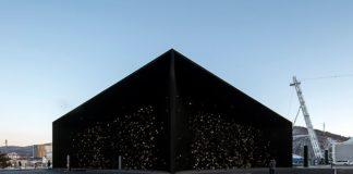 edificio color negro tierra
