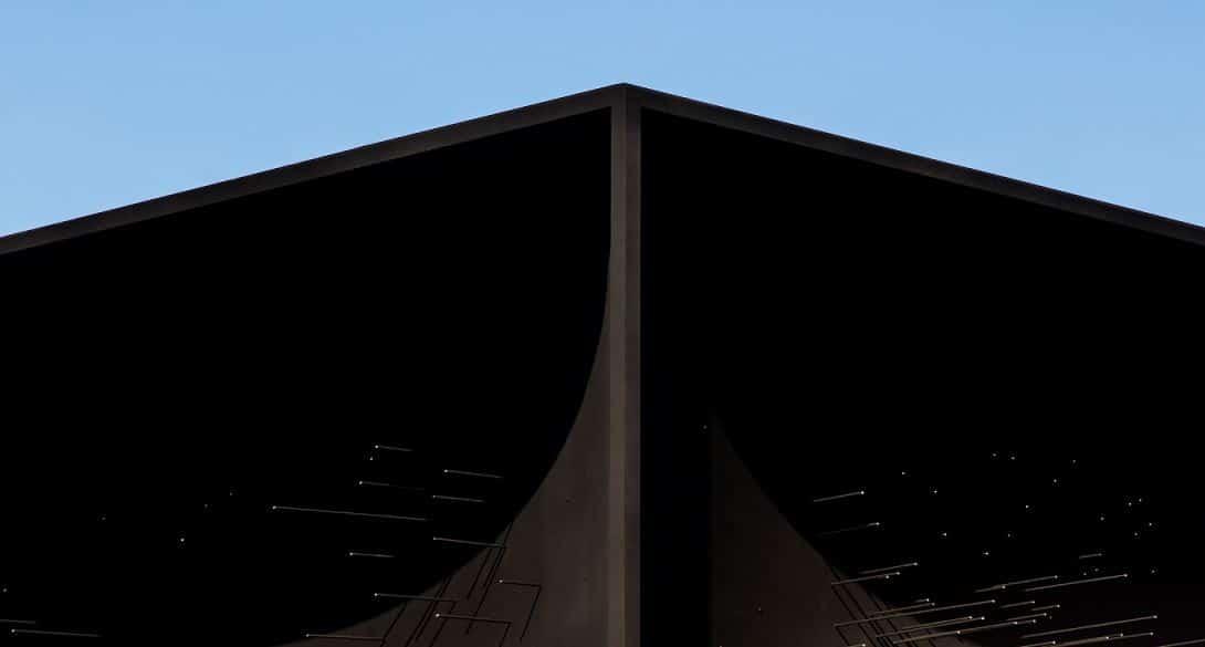 fachada de color negro