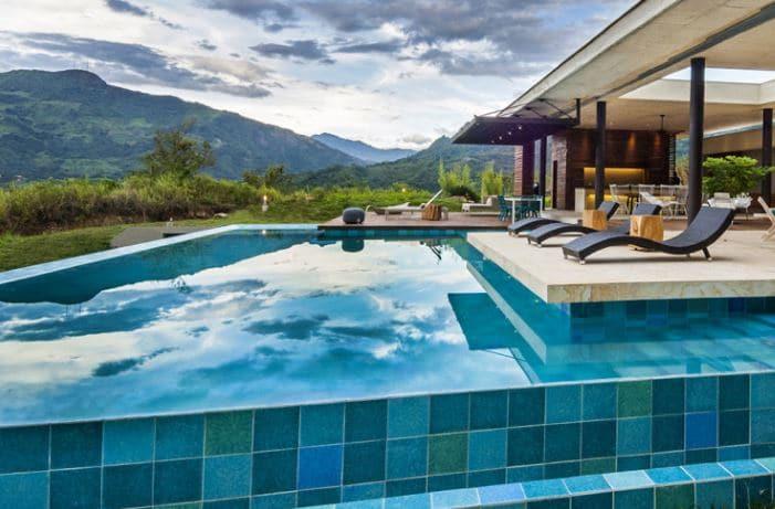 C mo mantener y limpiar piscinas 12 consejos tiles ovacen - Hotel a pejo con piscina ...