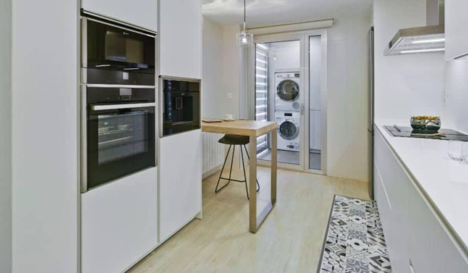 cocinas de estilo paralelo con dos frentes