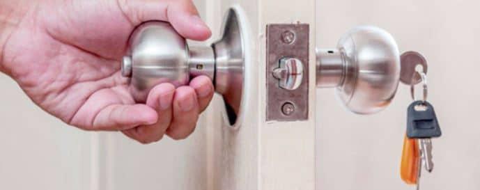 cerrar puerta de casa